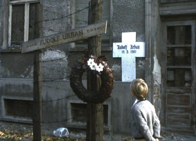 Die Berliner Mauer, 1976: Bernauer Straße 1, zugemauert.